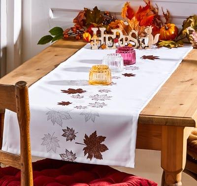 Tischläufer mit schönem Herbstlaub, ca. 40x140cm
