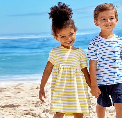 Baby-Mädchen-Kleid mit sonnigen Streifen