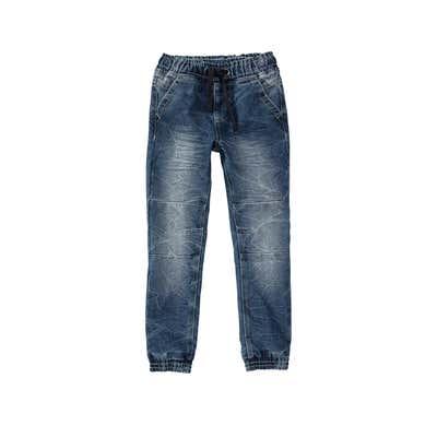 Jungen-Jeans mit modernen Waschungen