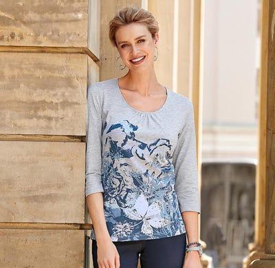 Damen-Shirt mit prächtigen Blumen