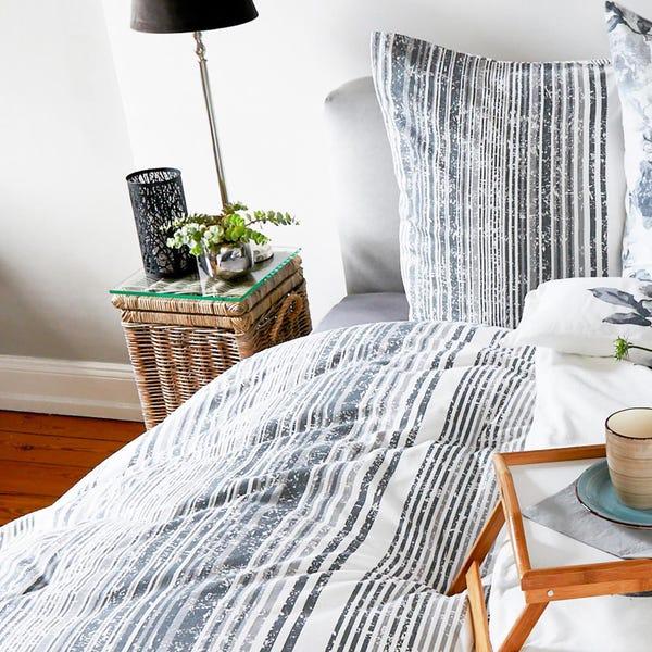 Biber-Bettwäsche mit modernen Streifen