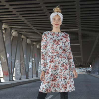 Damen-Kleid mit langen Ärmeln
