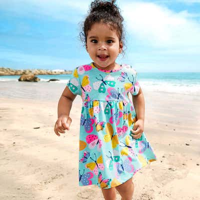 Baby-Mädchen-Kleid mit bunten Schmetterlingen