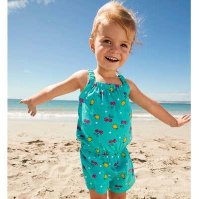Baby-Mädchen-Jumpsuit mit süßen Kirschen und Zitronen