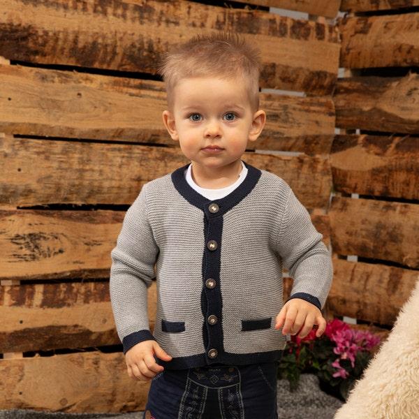 Baby-Jungen-Strickjacke in traditioneller Optik