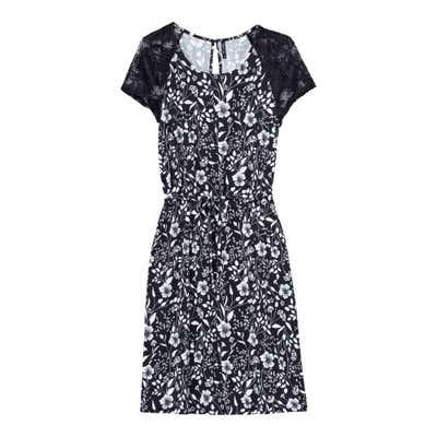 Damen-Kleid mit traumhaften Spitzenärmeln
