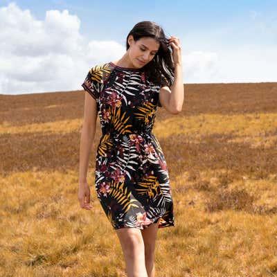 Damen-Kleid in unterschiedlichen Farbvarianten