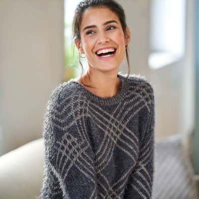 Damen-Pullover mit modernem Karo-Design